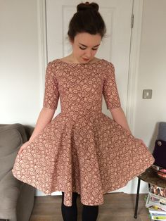 Pattern hack of Christine Hayne's Emery Dress (sleeves) and Sew Over It's Betty Dress by Kate Eva Designs in William Morris Sew Over It Patterns, Dress Making Patterns, 1940s Tea Dress, Kate Dress, Diy Clothing, Dresses With Sleeves, Dress Sleeves, Dressmaking, Diy Fashion