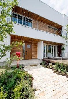 広島県東広島市 アイデザインホーム「東広島展示場」 Japanese Modern House, Home Porch, Hospital Design, Box Houses, Facade House, Home Deco, My House, New Homes, Exterior