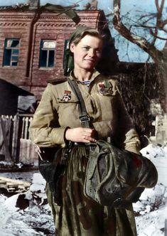 Combat medic, marine infantry, 1943 Mar History of Russia, Ordinary people, World War 2 Army Medic, Combat Medic, Ww2 Women, Military Women, Ww2 History, Military History, Women In Combat, Soviet Army, Germany