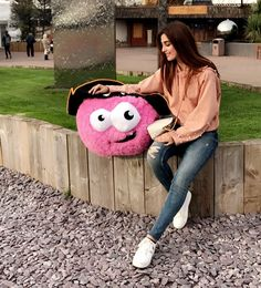 Soo well spent day with this cute pink munchkin 💞💕 Ali Official, Girlz Dpz, Maya Ali, Beauty Habits, Pakistani Actress, Western Outfits, Celebs, Celebrities, Cute Pink
