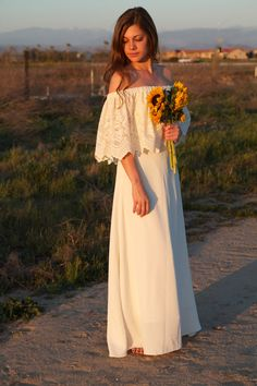 Unique Wedding Dresses Lace Ivory White Off The Shoulder 70s Bohemian Hippie Wedding Gown Vintage - Luna. $650.00, via Etsy. /// LOVE LOVE LOVE this style. So relaxed and natural. Great for an outdoor/beach wedding.
