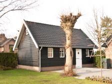 1. Traditionele houten garage met metselwerk en zolder 40m2