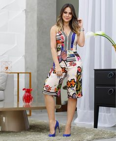 😍but as long pants instead of short casual outfits, fashion outfits, wo Summer Outfits, Casual Outfits, Cute Outfits, Womens Fashion For Work, The Dress, Casual Chic, African Fashion, Casual Looks, Short Dresses