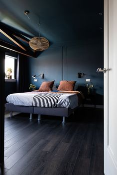 Bedroom Decor For Couples, Diy Bedroom Decor, Romantic Bedroom Decor, Home Decor, Dark Blue Bedrooms, Blue Rooms, Home Bedroom, Master Bedroom, Basement Makeover