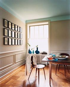 I am loving this two-tone room with a robin's egg blue ceiling and ...