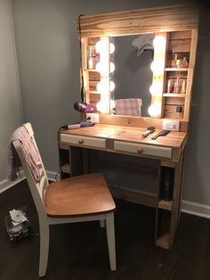 My make up vanity. Hubby made it all from pallet wood. We reused some old drawers we had and recycled a mirror we were not using. Diy Pallet Vanity, Diy Pallet Furniture, Rustic Vanity, Wooden Vanity, Western Bedroom Decor, Western Bedrooms, Western Decor, Pallet Wood, Barn Wood