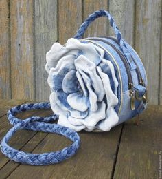 Workshop of miracles. From a hobby to earning money! Burning Flowers, Denim Flowers, Denim Handbags, Diy Wallet, Flower Bag, Denim Ideas, Denim Crafts, Round Bag, Recycle Jeans