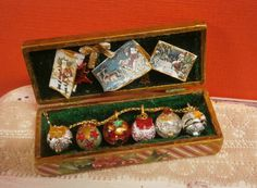 Caja vintage decoración accesorios navidad.