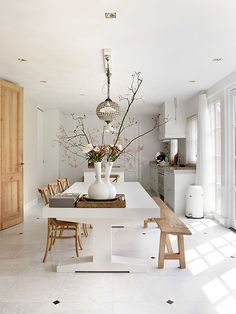 Living on the Edge: Traditional Ideals Meet A Contemporary House Design with Fine Texture of the Thatch Room Interior Design, Dining Room Design, Kitchen Interior, Interior Livingroom, Dining Rooms, Dining Table, Dining Room Inspiration, Home Decor Inspiration, Inspiration Boards