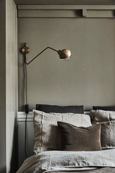 image Interior Simple, Home Interior, Home Decor Bedroom, Living Room Decor, Bedroom Art, Vintage Industrial Decor, Industrial Style, Industrial Lighting, Shop Interior Design