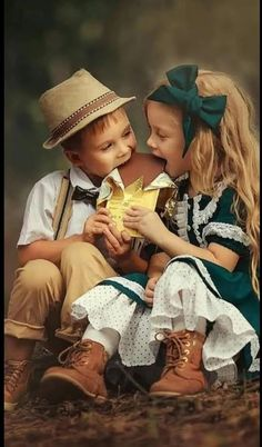 Children celebrating March 17 together :) Cute Kids Pics, Cute Baby Girl Pictures, Baby Girl Images, Cute Baby Couple, Cute Babies, Precious Children, Beautiful Children, Cute Kids Photography, Jolie Photo