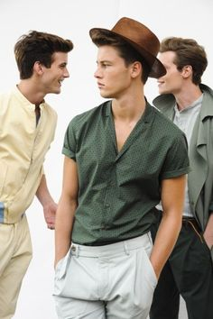 Retro Outfits For Men. Fashion trends can get very monotonous, especially for men. One may get bored of the same look every time and the best way to get rid of that and bring about a change in your outfit style is to take inspiration from the past. Retro Outfits, Vintage Outfits, Casual Outfits, Fashionable Outfits, Style Masculin, Summer Outfits Men, Sunday Outfits, Winter Outfits, Look Man