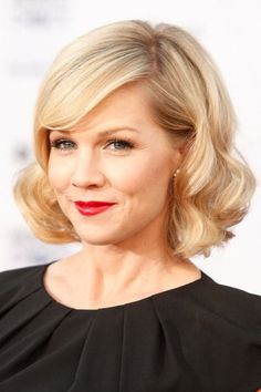 Wavy bob hairstyle, love how it looks like an old Hollywood glamour style.