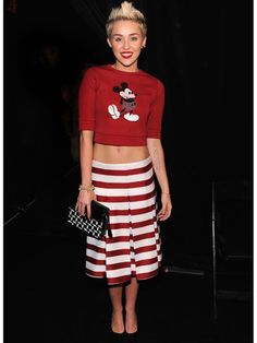 This just might be the summer of the crop top! Miley looks amazing in her graphic version--and you can too!