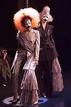 Alexander McQueen Fall 2001 Ready-to-Wear Fashion Show - Alexander McQueen