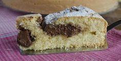 La torta alla panna e nutella è un dolce soffice e davvero goloso, perfetto per chi al mattino non resiste ad una colazione super, soprattutto nel weekend.