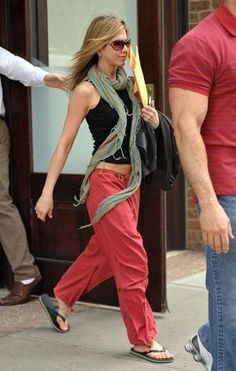 I love Jenn Aniston's casual style. I would totally rock those pants during the summer.