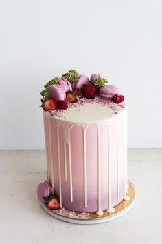 Pink layered cake with purple macarons and dripping white chocolate Pretty Cakes, Cute Cakes, Beautiful Cakes, Amazing Cakes, Bolo Drip Cake, Bolo Cake, Bolo Macaron, Drippy Cakes, Occasion Cakes