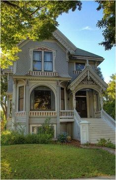 I could live in this.... #victorianarchitecture