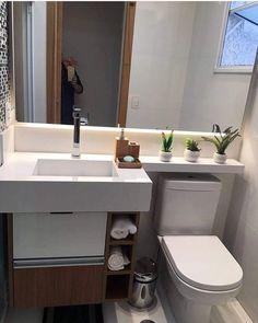 Useful Walk-in Shower Design Ideas For Smaller Bathrooms – Home Decor World Modern Small Bathrooms, Bathroom Design Small, Bathroom Layout, Simple Bathroom, Bathroom Interior Design, Modern Bathroom, Interior Modern, Bathroom Ideas, Bathroom Renovations