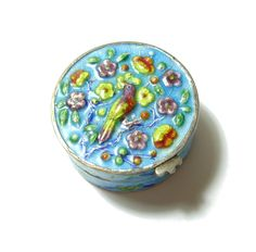 ANTIQUE CHINESE SILVER AND ENAMEL PILL BOX (b12)