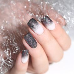 The advantage of the gel is that it allows you to enjoy your French manicure for a long time. There are four different ways to make a French manicure on gel nails. Shiny Nails, Clean Nails, New Year's Nails, Funky Nails, Hair And Nails, Nail Manicure, Gel Nails, Acrylic Nails, Coffin Nails