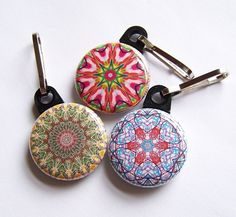 Zipper pulls are one of the many cute & fun things to be made with the smaller buttons. #versaback #zipper #novelty buttons