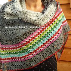 Een hele fijne omslagdoek...   dat is het!     Gehaakt naar een oud patroon, maar dan op mijn eigenwijze eigen wijze.           Het patroon...