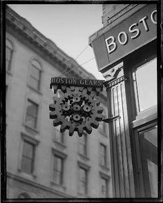 Boston history - sort of. Great Photos, Old Photos, Vintage Photos, Boston Beans, Boston Pictures, Black White Photos, Black And White, Boston Public Library, Boston Strong
