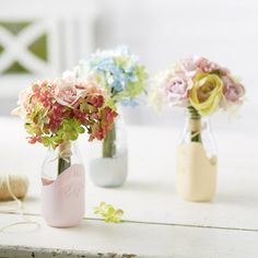 Sweet Spring Craft/Decorating Idea from Michael's: Paint-Dipped Milk Bottle Vases. Mason Jar Projects, Mason Jar Crafts, Bottle Crafts, Mason Jars, Diy Projects, Diy Crafts To Do, Crafts For Kids, Spring Crafts, Holiday Crafts