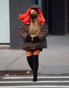 Ariana Grande et sa doudoune XXL babies Ariana Grande Fotos, Ariana Grande Outfits, Ariana Grande Linda, Ariana Grande Pictures, Ariana Grande Nails, Nyc Fashion, Fashion Outfits, Parisian Fashion, Bohemian Fashion