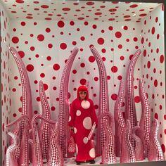 Iltapäivä taiteen parissa yhdessä Pian kanssa.. Vaikuttava Yayoi Kusama ja pilkut! #HAM #yayoikusama #ininfinity #taidenäyttely #anuek #koruseppä #artmuseum #fridayafternoon #pianudesign #sisustusnärhi