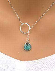 Imagen vía We Heart It https://weheartit.com/entry/167956294 #emerald #gold #jewelry #ruby #bluesapphire #bkgjewelry.com