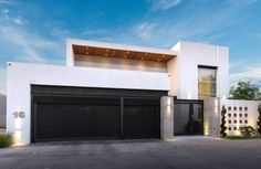 Busca imágenes de Casas de estilo moderno en blanco: Casa CG. Encuentra las mejores fotos para inspirarte y crea tu hogar perfecto.