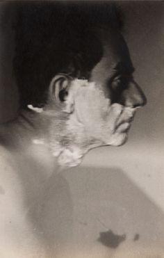 Lee Miller - Man Ray Shaving