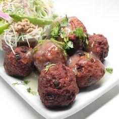 Chinese Pork Meatballs Beef And Pork Meatballs, How To Cook Meatballs, Chinese Pork, Cabbage Soup Recipes, Bulgogi, Braised Pork, Asian, Food Shows, Meatball Recipes
