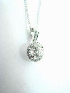 Beautiful sparkler. 18K white gold diamond pendant necklace.