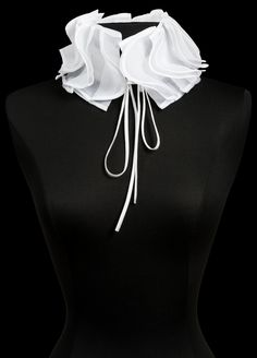 The Anne Fontaine collection features iconic white shirts, elegant dresses, and classic looks for women to wear to work - all marked by French design and European craftsmanship. Collar And Cuff, Collar Necklace, Sewing Collars, Victoria Fashion, Modelista, Evening Attire, Collars For Women, Collar Designs, Fabric Jewelry