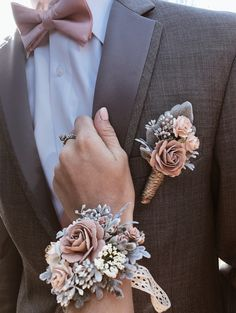 Simple and rustic floral corsage ideas for your wedding day! Wedding Goals, Fall Wedding, Wedding Planning, Dream Wedding, Wedding Scene, Wedding Ceremony, Wedding Blush, Rose Wedding, Prom Flowers