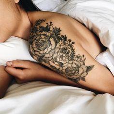 Vejo flores em você! Encontre aqui sua tatuagem floral predileta para chamar de sua. <3