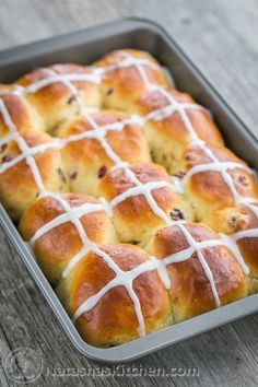 Low Carb Recipes To The Prism Weight Reduction Program Hot Cross Buns Recipe. I Loved How Super Fluffy These Are Great Easter Tradition Natashaskitchen Easter Bread Recipe, Easter Recipes, Holiday Recipes, Dessert Recipes, Easter Ideas, Holiday Meals, Easter Decor, Recipes Dinner, Dessert Ideas