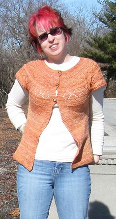 A Hawaii sweater. Knit Cardigan Pattern, Jacket Pattern, Free Knitting Patterns For Women, Crochet Patterns, Knit Crochet, Chrochet, Knitting Magazine, Short Sleeve Cardigan, Stockinette