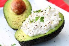 Recept: Halve avocado met Hüttenkäse