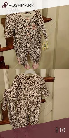 10$ for both Kids pajamas New with tags. Two identical pajamas. Age 3 months. 10$ for both Little Me Pajamas