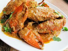 Singaporean Chili Crab ~ 1 T. to 3 shallots (about ginger, med. garlic Thai chiles, whole Mud or Dungeness c. hot-sweet chili large egg, c. thinly sliced green c.Rice or steamed Chinese buns Crab Recipes, Asian Recipes, Ethnic Recipes, Healthy Recipes, Crab Dishes, Seafood Dishes, Seafood Platter, Tasty Dishes, Sweets
