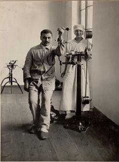 Medizinisch mechanische Apparate für Ellenbogengelenk im Roten Kreuzspital Villach, Kärnten  K.u.k. Kriegspressequartier, Lichtbildstelle - Wien 1WW 1914-1917