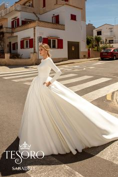 19 Fantastic Wedding Dresses Hijab - Gloria's World Plain Wedding Dress, Simple Wedding Gowns, Classic Wedding Dress, Long Sleeve Wedding, Modest Wedding Dresses, Bridal Dresses, Wedding Ideas, Dream Dress, Bridal Collection