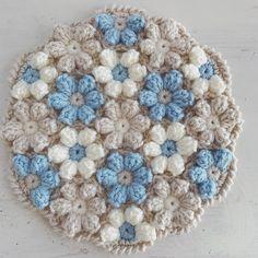 いいね!667件、コメント8件 ― ayucaさん(@vintage___rose)のInstagramアカウント: 「爽やかカラー。 #編み物 #かぎ針編み #ハンドメイド #編み物教室 #オーダー #knitting #crochet #円座 #モチーフ編み」