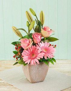 En tonos rosas: Gerberas y Rosas y Lilys sin abrir