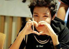 J hope hoseok bts bangtan boys fan meeting cute heart sign Jhope, Taehyung, Bts Predebut, Bts Bangtan Boy, Seungri, Namjin, Lee Min Ho, Jung Hoseok, Mixtape